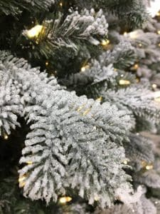 Kunstkerstboom Snowy Sheffield Spruce Hinged Tree 213cm 600L