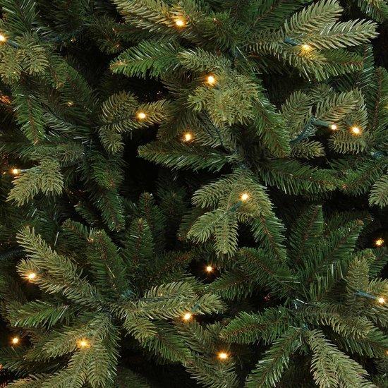Triumph Tree halve kunstkerstboom met led emerald maat in cm: 245 x 132 groen met 216 warmwitte led lampjes